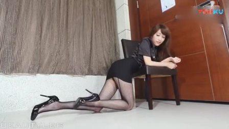 黑丝美女制服诱惑,丝袜美腿气质绝佳![高清版