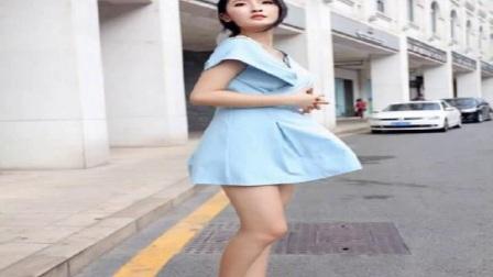 气质美女路边街拍大长腿看着够圆润!