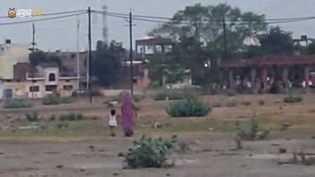 男子正在拍摄风景时遇到的离奇事件,小女孩突