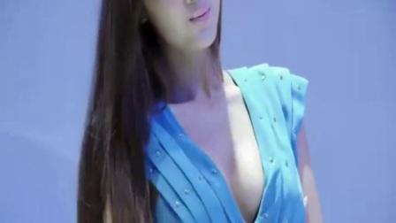 性感美女车模 低V尽显身材!大众嫩模李乔丹车展