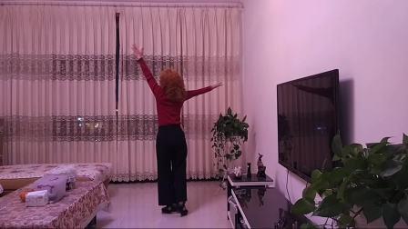 点击观看《四川富顺时尚广场舞 相逢是首歌 编舞 美久》