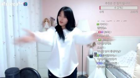 098713性格美女主播热舞视频