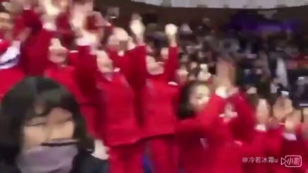 朝鮮美女啦啦隊開始工作了.