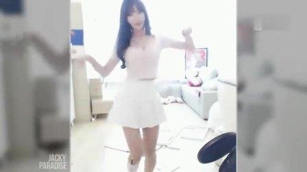 美女清纯超短裙热舞