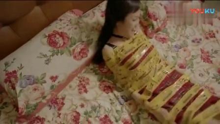 美女一觉醒来, 全身都被胶带绑着_高清