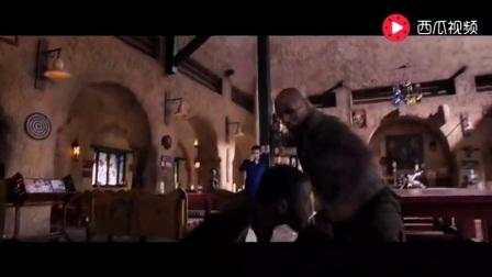 拳王泰森在酒吧被黑帮挑衅,二话不说直接动手