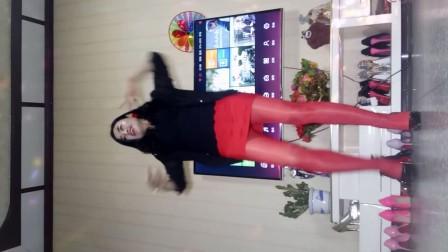 美女家中秀舞自拍-87037debfcf4
