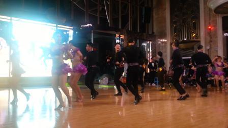帅哥美女们的舞蹈演出