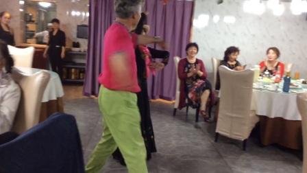 新疆乌鲁木齐人和西安舞友在汉城湖及清真餐厅聚餐麦舞嗨起来哦花絮【1】  【2】   【3】