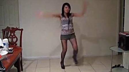 热辣美女卧房里热舞自拍