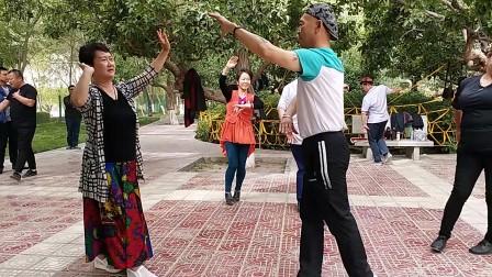 美女明静与范新民在牡丹园舞动人生。 20180526_
