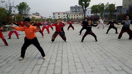 点击观看《高安灰埠广场舞 太极拳 集体表演 健身的另一种选择》
