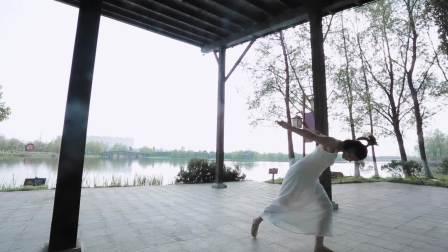 点击观看《中国舞导师郭思雨个人展示《欲言又止》》