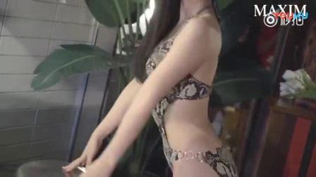 我在韩国丰满美女彩雅性感比基尼写真,给摄影