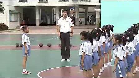 小学二年级体育优质课观摩视频《原地运球、行进间运球》_王老师_视频课堂实录