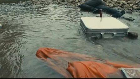人在囧途之泰囧: 徐峥被水冲到了岸边, 终于苏醒