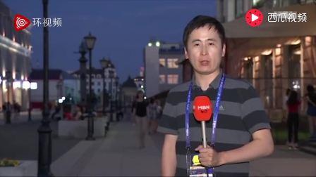 韩国记者世界杯直播被美女偷偷亲吻, 最后憋不住
