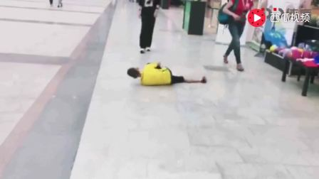 内马尔再遭恶搞! 身穿巴西球衣小球迷模仿内马尔