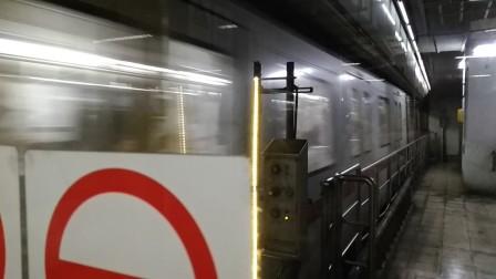 上海地铁1号线136号车上海体育馆站下行进站(莘