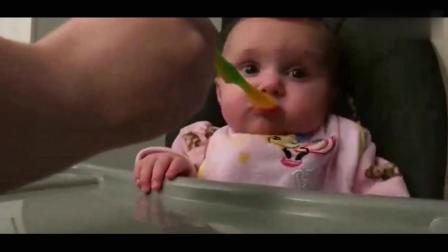搞笑视频: 是什么她自己吃得津津有味? 宝宝吃了