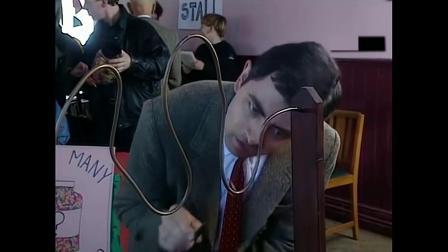 憨豆去玩网红游戏,一开始被吓慌了,结果想了一招轻松过关!