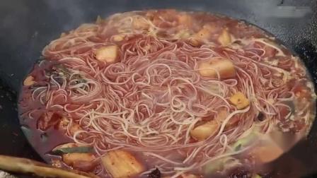 舌尖上的美食:猪肉炖粉条,一人吃一锅,看着就过瘾
