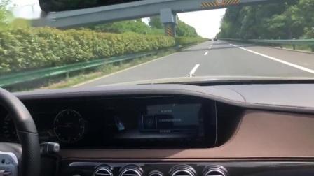 19跨奔驰迈巴赫S450路试智能驾驶自动变道功能