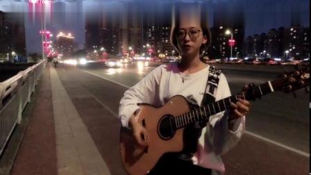 美女街头演唱一首《像风一样自由》,听懂的都是有故事的人!
