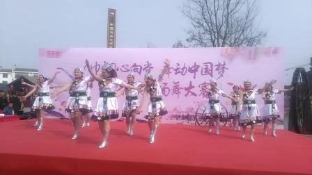 陕西风玲广场舞……樊尧村广场舞队(领舞风玲)2019三八女王节茯