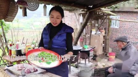 五花肉配二荆条辣椒,农村人喜欢的农家小炒肉,比回锅肉还下饭_