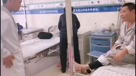 腰間盤突出壓迫神經腿疼怎么辦中德骨科醫院欒旭成主任為患者講解治療方法