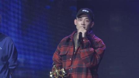 颁奖嘉宾幽默笑侃制作人,Mai获最佳音乐制作人 2019融合颁奖典礼 20191123
