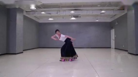 民族藏族舞 中央民族大学藏族舞组合 年会元旦舞蹈