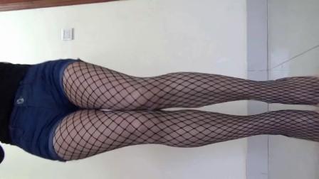 点击观看《网红歌曲 C哩C哩 舞者这个丝袜》