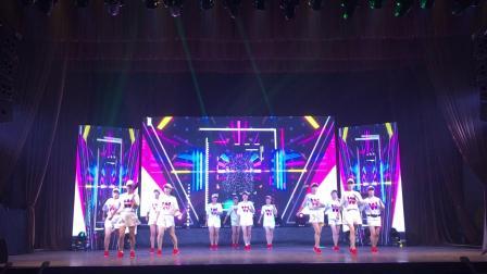 点击观看《演出曳步舞《纵横天下》金清鸿运乐园曳舞队12人变队形版》