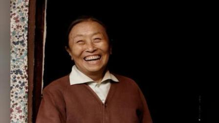 81岁张少华患病骨瘦如柴,胡歌感动落泪,主持人为其下跪颁奖!