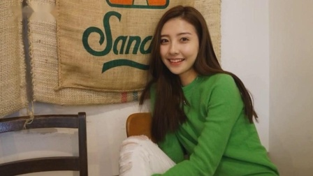王思聪出现在俱乐部,周围都是美女29岁时,他仍