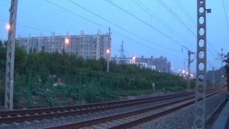 2018年7月14日拍火车——HXN30112牵引Y513次列车通过顺义铁路道口