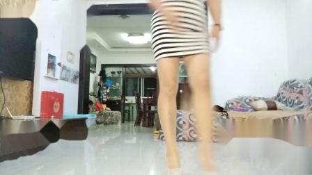 点击观看《舞灵美娜子广场舞 一晃就老了 中老年跳的健身舞教学分解视频 有正背面示范》