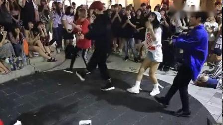 韩国美女和帅哥在街头翻跳朴宰范_All I Wanna Do_不