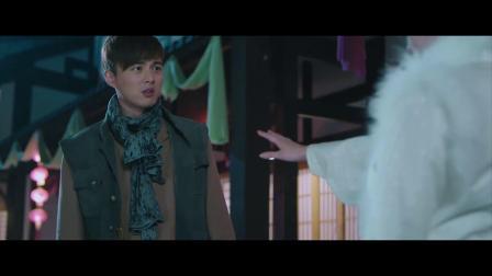 小伙邀请美女当捉妖师,没想到美女本就是狐妖,露出九尾吓了他一跳