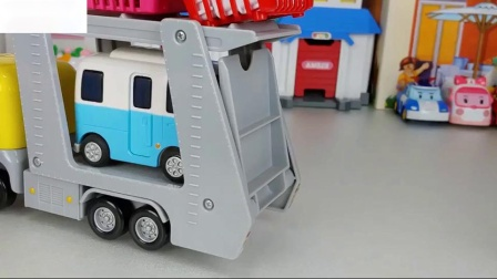巴士和食品玩具娃娃和波罗罗玛莎和熊玩