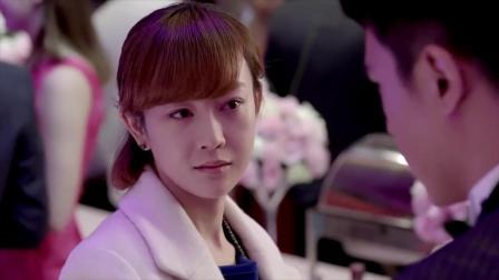 前男友找了个富婆结婚,女孩愤怒参加婚礼,结果新娘一露面女孩笑了