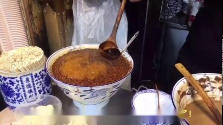 西安凉皮店辣椒油的制作过程,经典的秘制配方