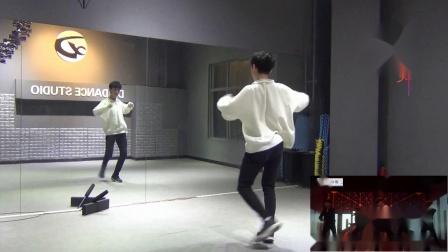 点击观看《南舞团 give me a chance 张艺兴 中文舞蹈分解教学 练习室(上)》
