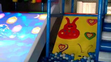 大型淘气堡室内儿童乐园游乐场设备商场亲子滑梯砸球娱乐设施厂家