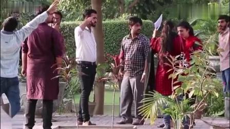 印度恶搞-男子问路,突然间旁人变得静止不动了
