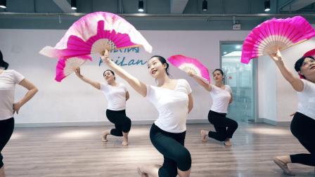 点击观看《派澜民族舞 家乡好 一把扇子扇出一片舞蹈的世界》