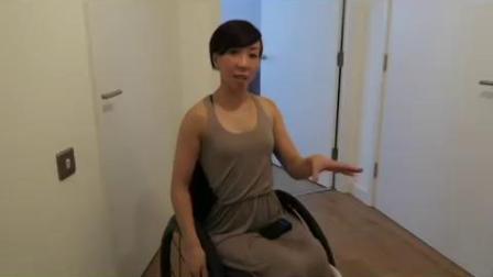 截瘫美女轮椅适应公寓生活