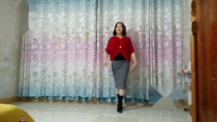 点击观看《玲珑广场舞 高雅气质大妈客厅跳舞》